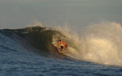 Gustavo Peixoto se escondendo do sol em Punta Mango